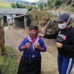 Entrega de visores a pacientes vulnerables, Pifo. Crédito: Programa de Vinculación Comunitaria
